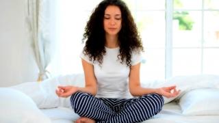 mujer en meditación