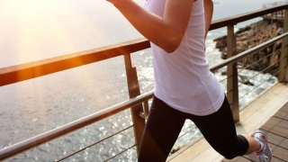 Mujer sana corriendo