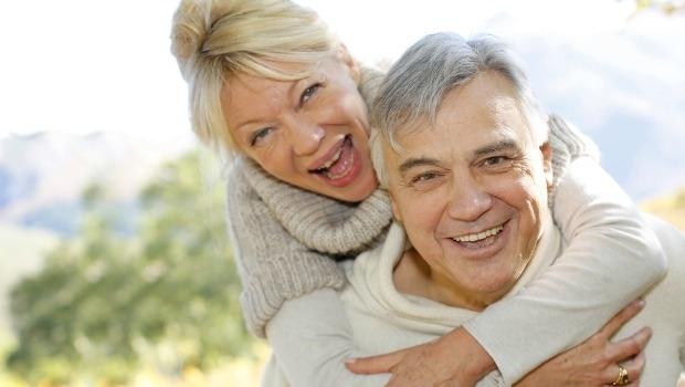Pareja de ancianos saludables