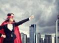 Mujer vestida como un superheroe